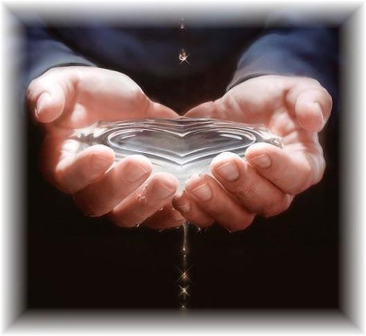 mains-eau-pure-coeur
